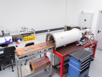 Direct Service: Medium-Sized Thermal Vacuum Chamber